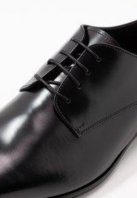 Zign - Elegantní šněrovací boty - black - 5