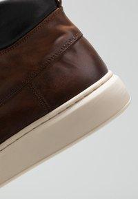 Zign - Sneakersy wysokie - cognac - 5