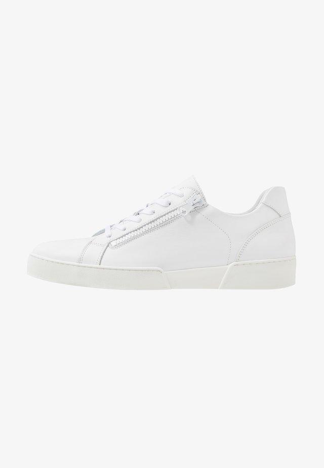 Sneakers - 001 -