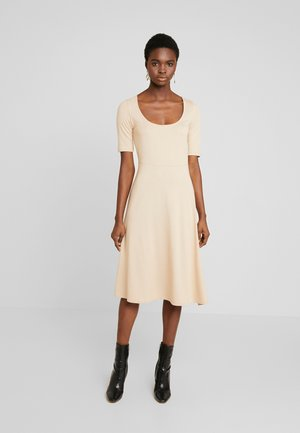 BASIC - Jersey dress - cuban sand