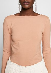 Zign - LONG SLEEVE WITH SCOOP BACK - Long sleeved top - camel - 5