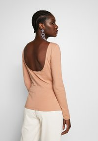 Zign - LONG SLEEVE WITH SCOOP BACK - Long sleeved top - camel - 2