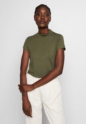 Camiseta estampada - olive night