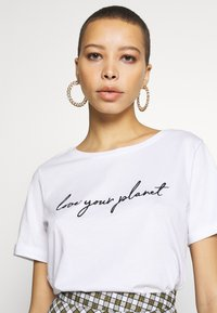 Zign - T-shirt con stampa - white - 3