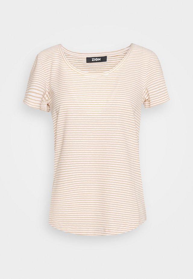 Print T-shirt - off-white/camel