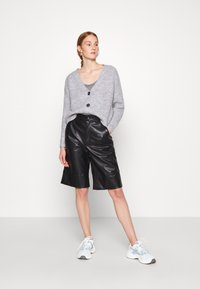 Zign - Cropped chunky cardigan - Cardigan - mottled light grey - 1