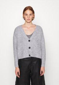 Zign - Cropped chunky cardigan - Cardigan - mottled light grey - 0