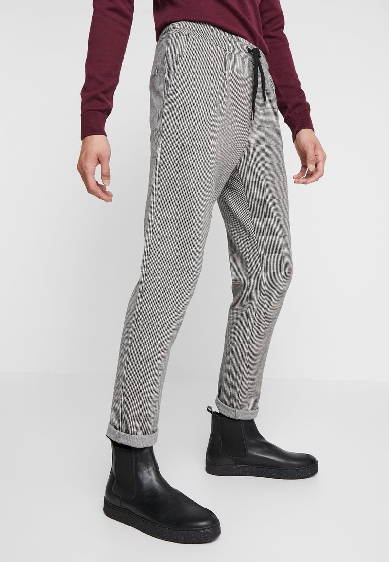 Zign - Trousers - white/black