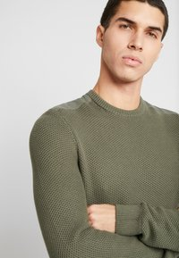 Zign - MUSCLE FIT MILITARY - Jumper - green - 4