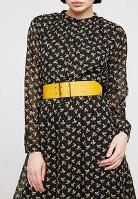 Zign - LEATHER - Waist belt - yellow - 1