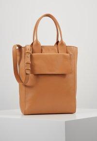 Zign - LEATHER - Handtasche - natural - 0