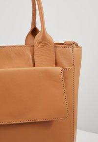 Zign - LEATHER - Handtasche - natural - 6