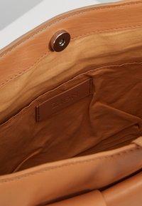Zign - LEATHER - Handtasche - natural - 4