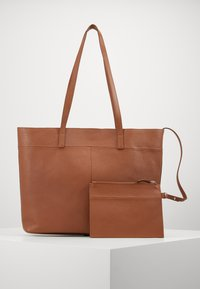 Zign - LEATHER - SHOPPING BAG / POUCH SET - Shopping bag - cognac - 4
