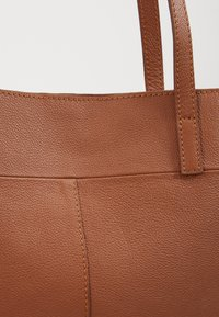 Zign - LEATHER - SHOPPING BAG / POUCH SET - Shopping bag - cognac - 6
