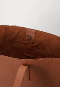 Zign - LEATHER - SHOPPING BAG / POUCH SET - Shopping bag - cognac - 3