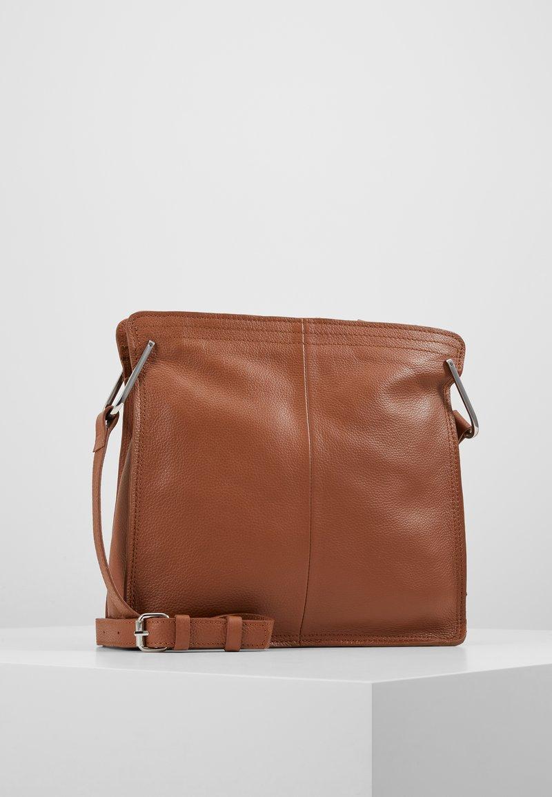 Zign - LEATHER - Across body bag - cognac