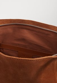 Zign - LEATHER - Shopping bag - cognac - 3