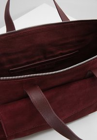 Zign - LEATHER - Sac à main - burgundy - 4