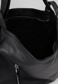 Zign - LEATHER SHOULDER BAG / BACKPACK - Batoh - black - 5