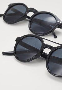 Zign - 2 PACK - Sunglasses - black/grey - 2