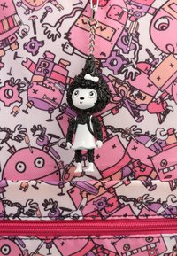 Zip and Zoe - Reppu - robot pinks - 5