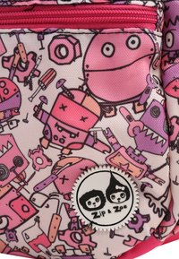 Zip and Zoe - Reppu - robot pinks - 4