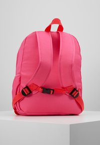 Zip and Zoe - Batoh - hot pink colour block - 3