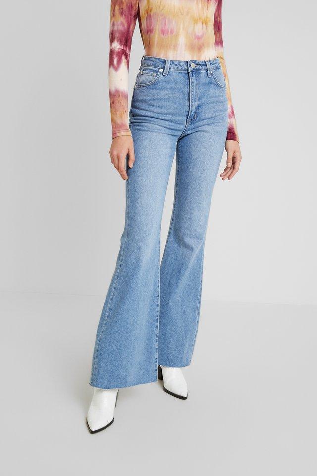 SKYSCRAPER - Flared jeans - light grainy blues