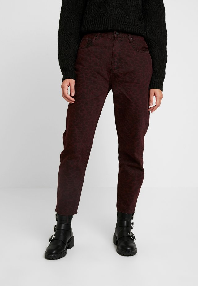 LADY LEOPARD MUM - Jeans relaxed fit - wine