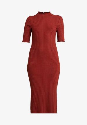 BASIC - Pouzdrové šaty - dark red