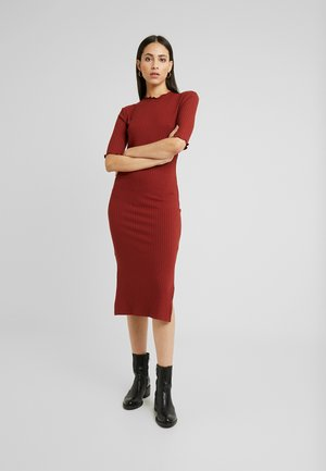 BASIC - Vestido de tubo - dark red