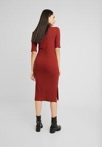 Zign Tall - BASIC - Pouzdrové šaty - dark red - 3