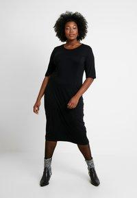 Zign Curvy - Žerzejové šaty - black - 0