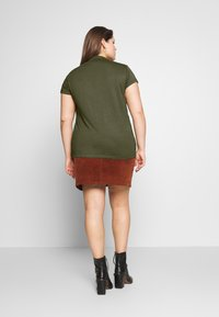 Zign Curvy - SLIM FIT TEE WITH TURTLE-NECK - Jednoduché triko - olive night - 2
