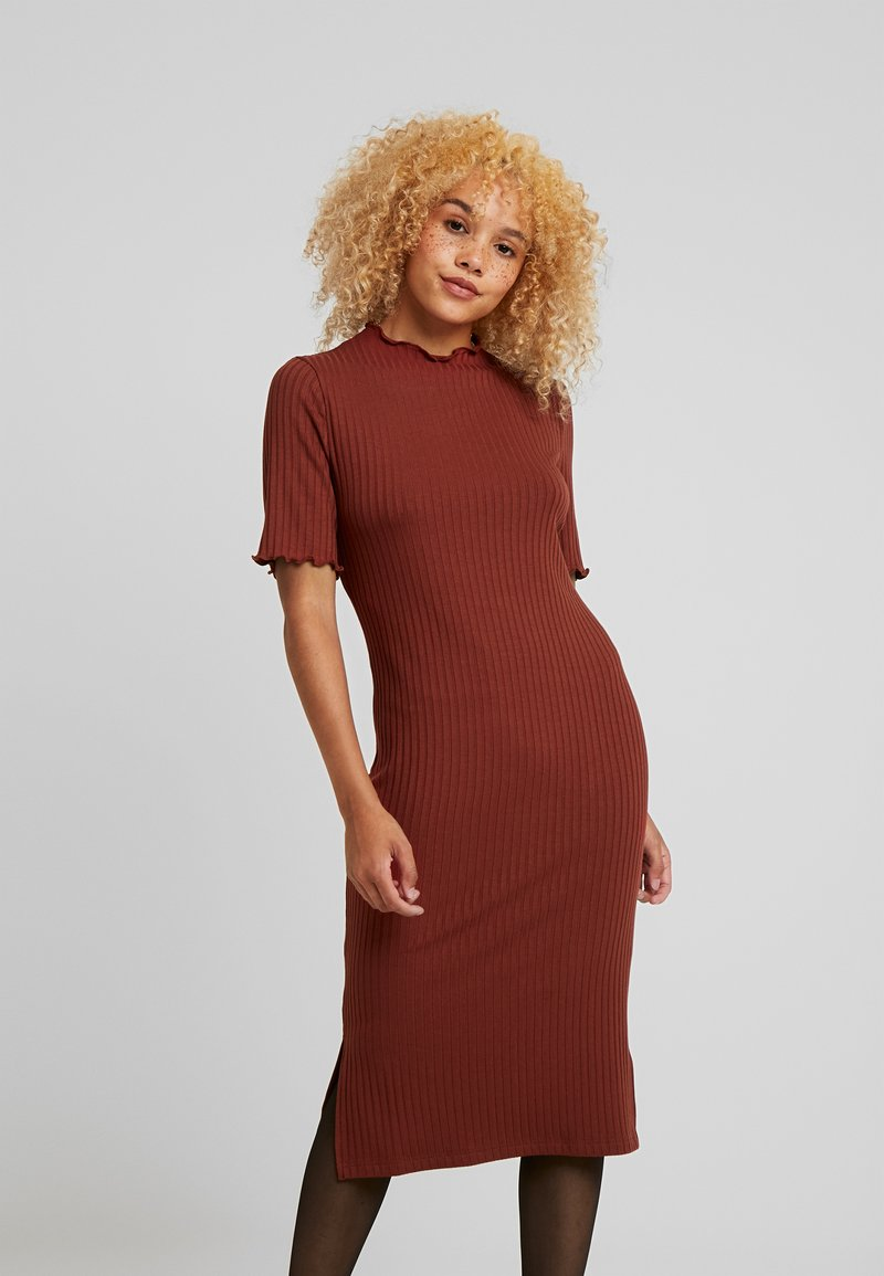 Zign Petite - Stickad klänning - dark red