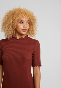 Zign Petite - Stickad klänning - dark red - 7