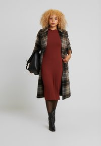 Zign Petite - Stickad klänning - dark red - 2