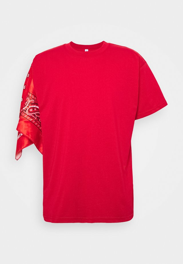 UNISEX BANDANA SLEEVE TEE - Printtipaita - red