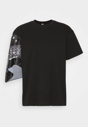 UNISEX BANDANA SLEEVE TEE - T-shirt con stampa - black