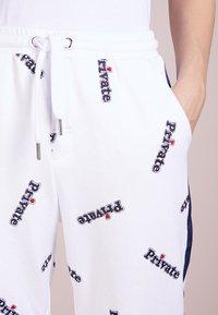 Zoe Karssen - RELAXED FIT PANTS - Spodnie treningowe - optical white - 5