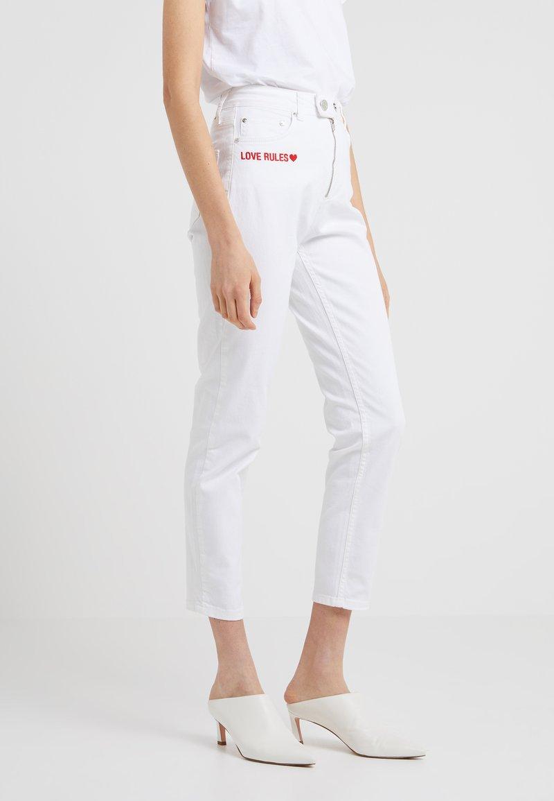 Zoe Karssen - BILLIE GIRLFRIEND - Jeans Slim Fit - white rinse
