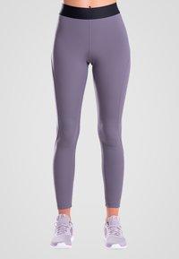 Zoe Leggings - ESSENTIALS - Leggings - purple - 0