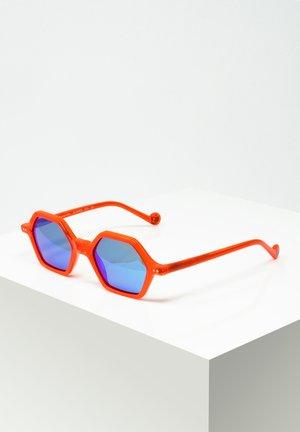 SASCHA - Sonnenbrille - red
