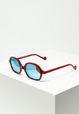 TONI - Sunglasses - red