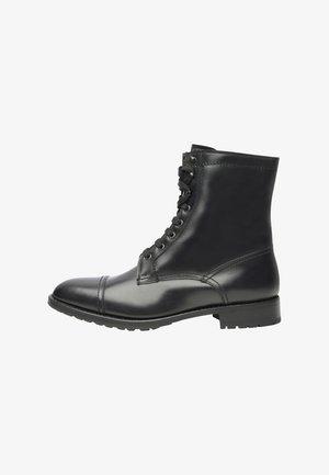 NO. 692 - Bottines à lacets - black