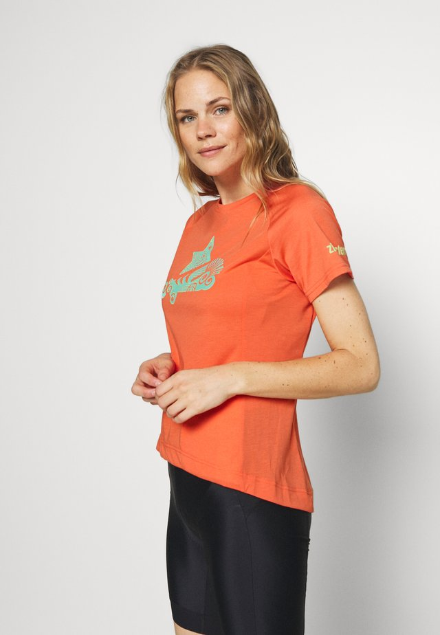 PUREFLOWZ - T-shirts med print - living coral/florida keys