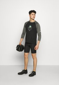 Zimtstern - PUREFLOWZ MEN - Funktionsshirt - pirate black/gun metal/fog green - 1