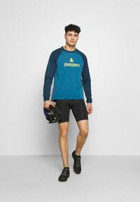 Zimtstern - PURE FLOWZ MEN - Sports shirt - blue steel/french navy/mimosa - 1