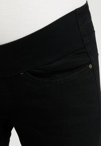 Zalando Essentials Maternity - Skinny-Farkut - black denim - 3